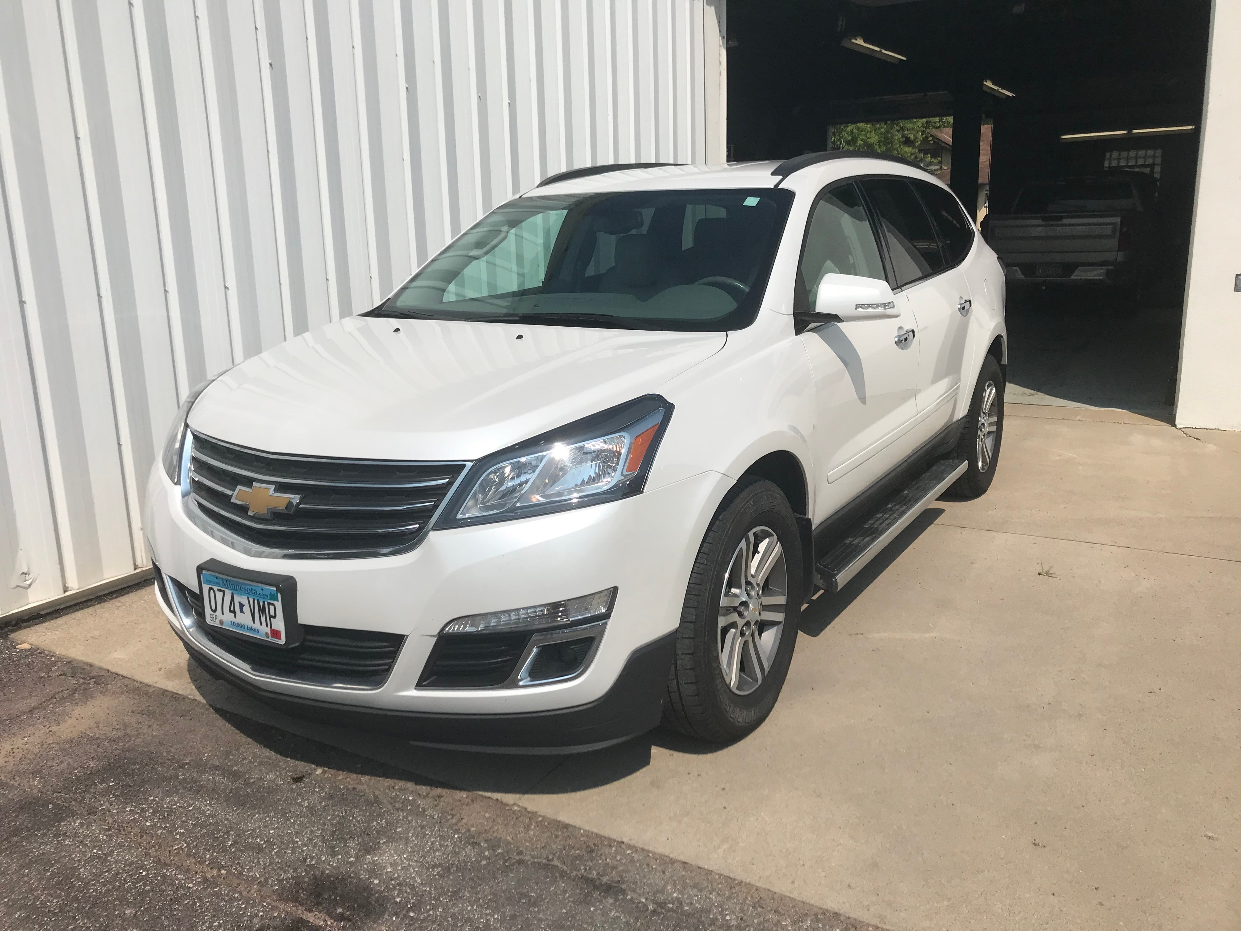 Used 2017 Chevrolet Traverse 2LT with VIN 1GNKVHKD0HJ177573 for sale in Arlington, Minnesota