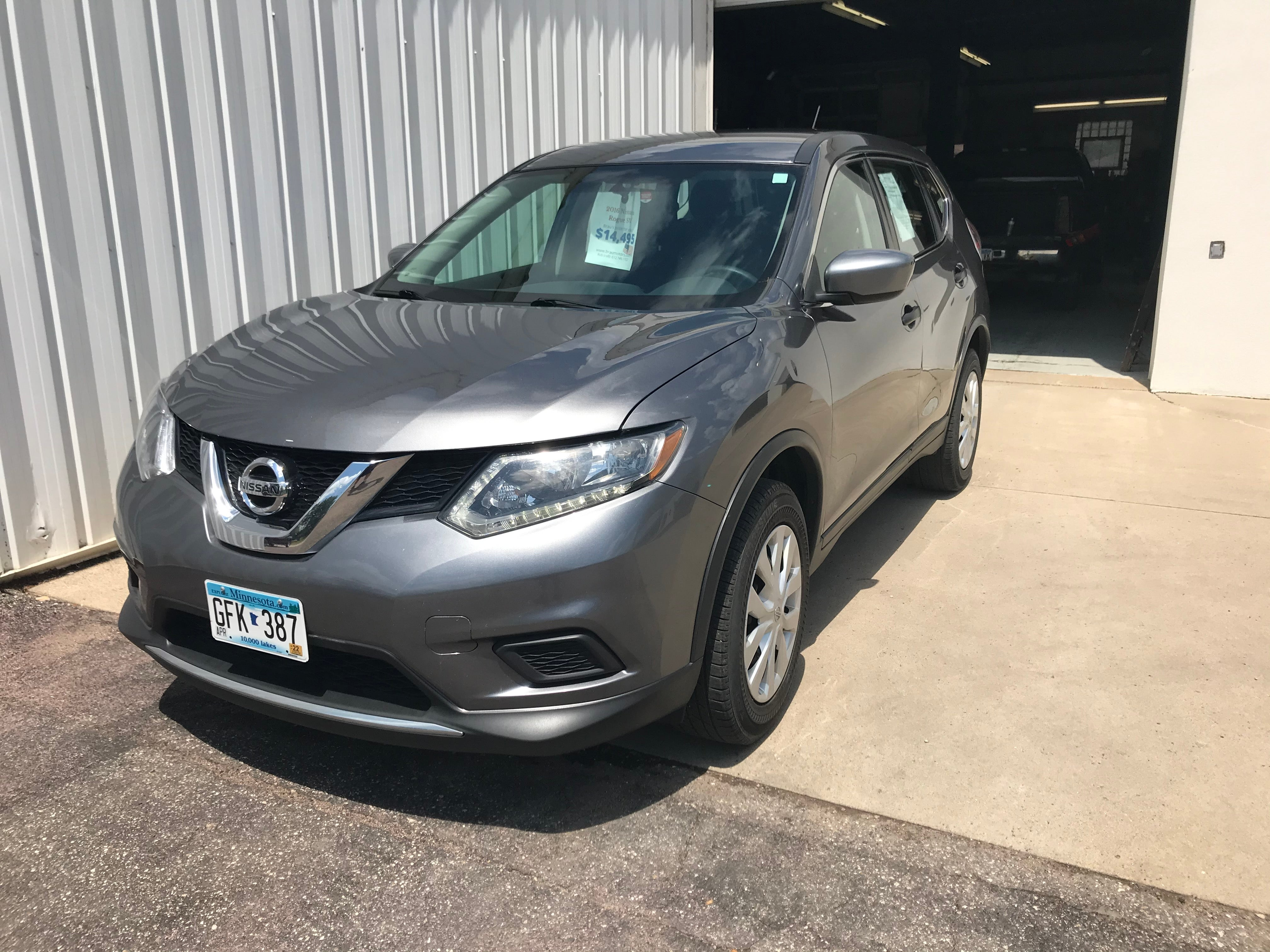 Used 2016 Nissan Rogue S with VIN KNMAT2MV2GP689781 for sale in Arlington, Minnesota