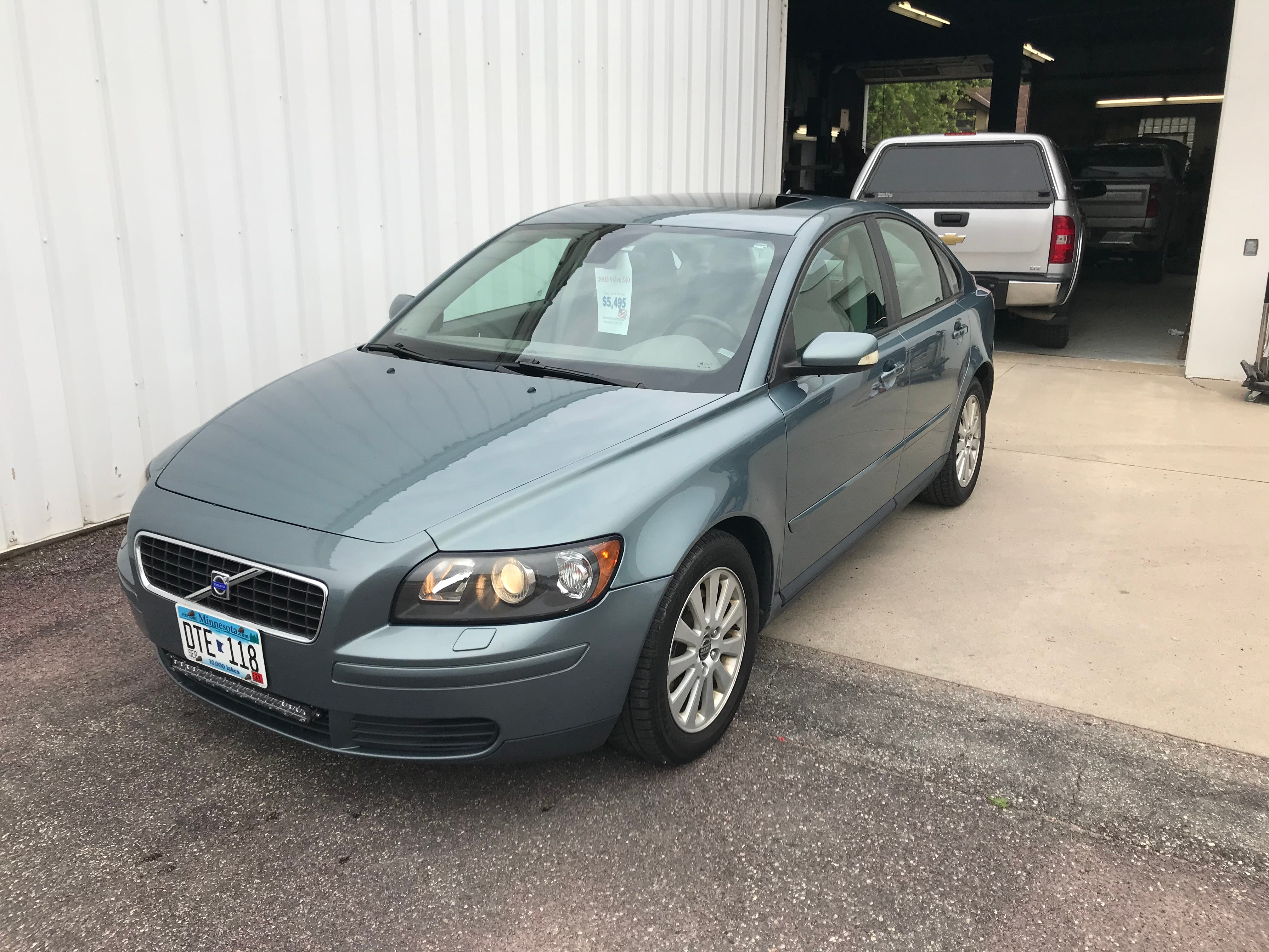 Used 2005 Volvo S40 2.4i with VIN YV1MS382252069099 for sale in Arlington, Minnesota